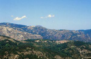 Passblick vom Col de Sevi ins Landesinnere