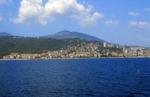 Panorama von Ajaccio von der Fähre aus