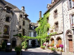 Salers - die Stadt des Käse der Auvergne
