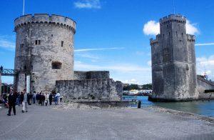 die historische Hafeneinfahrt von La Rochelle
