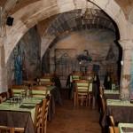 Der Innenraum des L' Ècu d'Or in Le Puy en Velay