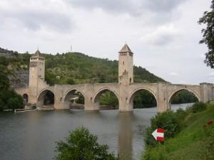 Das Wahrzeichen von Cahors - die Pont Valentré, die den Lot seit rund 700 Jahren überbrückt