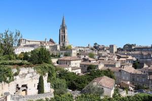 hoch über der Dordogne trohnt der einstmalige Klosterort St. Emilion, heute ist mehr der Ruf des Weines für den guten Namen der Stadt zuständig