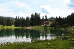 Am Lac Genin mit Blick auf die Auberge