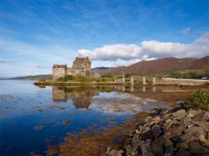 """Eilean Donan Castle - bekannt als die """"Highlander-Burg"""" seit dem Film aus dem Jahre 1986"""