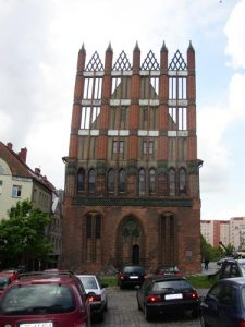 das alte Rathaus von Stettin im Hanse-Stil - es ist wirklich so schief, wie es aussieht!