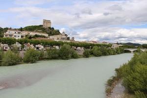 Über Crest an der Drome thront der mittelalterliche Burgturm