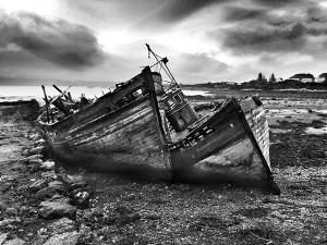 Geheimnisvoll bei schlechtem Wetter zu fotografieren: Die Wracks bei Salen (Mull)