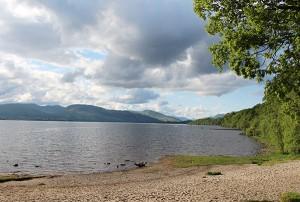Der Loch Lomond liegt nördlich von Glasgow