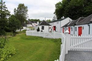 Herausgeputzt: die kleine Distillery Edradour in Pitlochry