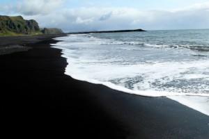 am schwarzen Strand von Vík