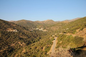 Kretas steile Westküste ist auch im Sommer grüner als der Rest der Insel
