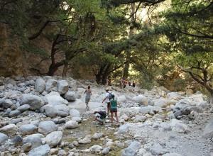 In den Sommermonaten fällt die Samariaschlucht trocken, nur an wenigen Stellen gibt es noch ein wenig Wasser.