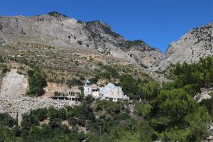 Das Kloster am Eingang der Zaros-Schlucht erreicht man über einen schmalen Wandersteig vom Votomos-See aus.