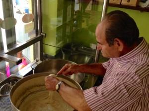 Manolis Haritakis zaubert seine leckeren Loukoumades
