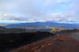 Die Asche gehört zum Krater des Eyjajallajökull. Ich konnte mich nur schwer dazu zwingen, alle Steine da zu lassen. Ein paar werde ich mit nach Hause nehmen. Die glitzern so schön!!!
