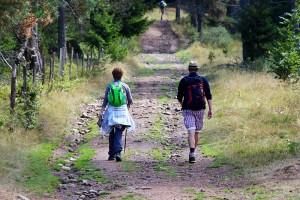 Pilger auf dem Wanderweg kurz vor Le Sauvage