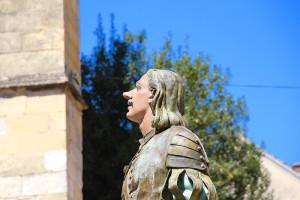 Cyrano de Bergerac, eine rein fiktive Literatur-Figur, bekam in Bergerac eine eigene Statue. Auch wenn er außer dem Namen nichts mit der Stadt zu tun hat...