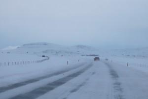 Islands Straßen in den Wintermonaten unterliegen extremen Wetterbedingungen: Wer Sicherheit will, sollte ein 4x4 Auto leihen und keinen Kleinwagen!