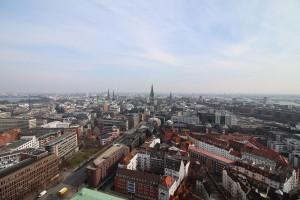 Das Hamburg-Stadtpanorama vom Michel aus gesehen.