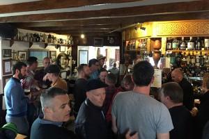 """Wie hier im Pub vom Port Charlotte Hotel geht die """"Party"""" nach den Distillenfesten problemlos """"hochprozentig"""" weiter!"""