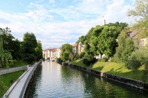 Der Fluss Ljubljanica strömt mitten durch die City.