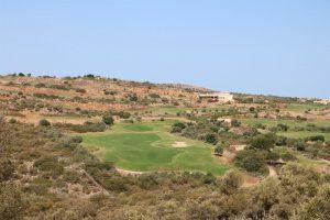 In 2016 ist das Wasser auf Kreta knapp wie selten zuvor - Golfplätze erstrahlen dennoch im saftigen Grün. In unseren Augen ein Widerspruch!