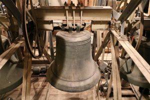 """die """"Mittagsglocke"""" aus dem Geburtsjahr Martin Luther (1483): sie stimmt in Herrenberg nicht nur alle 15 Minuten in den Glockenrythmus ein, sie ist auch besser bekannt als """"Mittagsglocke""""."""