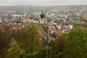 die Stiftskirche im Herzen von Herrenberg vom Pulverturm aus gesehen
