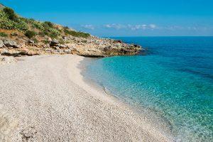 """Am Strand """"Spiaggia die Conigli"""", Sizilien. Foto: Elisa Locci, Fotolia"""