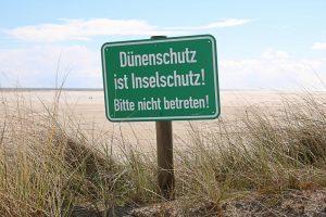"""Dünenschutz ist Inselschutz - die """"Sandberge"""" schützen die Insel vor Sturmfluten."""