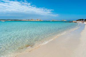 Spiaggia Rosa - Budelli, der rosa Strand im Maddalena-Archipel. Foto: scabrn, Fotolia