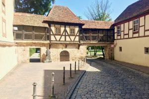 ein letztes Stück verbliebene Stadtmauer findet sich hinter der St. Johanniskirche