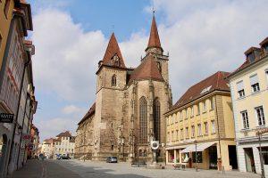 die Evang. St. Johanniskirche im Stadtzentrum von Ansbach