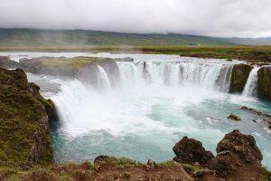 am Godafoss - es ist schon eine Kunst, keine Touristen an den Hotspots von Island auf dem Foto zu haben...