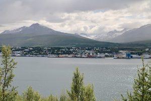 Akureyri liegt am Eyjafjördur