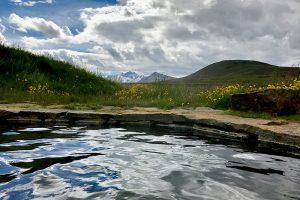 heiße Quelle-Pool bei Laugarfell mit Blick auf den Snæfell
