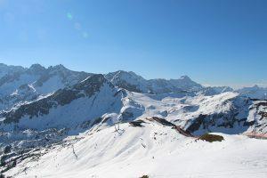 Skireisen sind weiterhin sehr gefragt - vor allem wenn das Wetter perfekte Wintersportkonditionen bietet