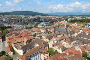 Blick über die Garnisonsstadt Belfort von der Zitadelle aus gesehen