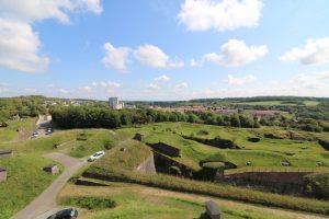 Blick auf die Verteidigungswerke von Belfort mit Blick nach Osten