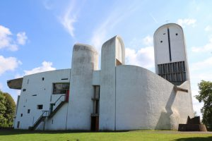 die Kirche Notre Dame du Haut des Architekten Le Corbusier