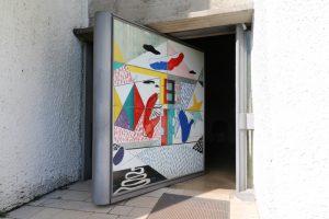 die Eingangstüre der Kirche Notre Dame du Haut des Architekten Le Corbusier