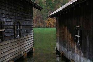 die alten Bootshäuser am Königssee
