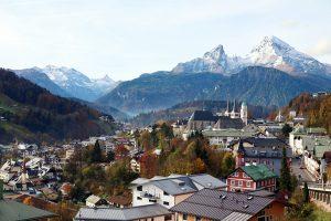 Berchtesgaden - im Hintergrund linker Hand das Tal des Königssee, rechter Hand der Watzmann