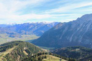 Blick von der Panoramastraße nach Österreich
