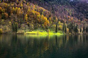 im Herbst für Fotografen ein Traum: die bunten Herbstwälder am Königssee