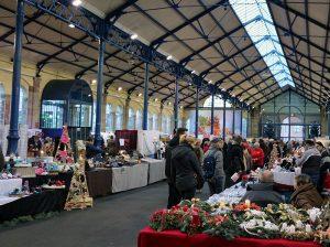 """der """"Weihnachtsmarkt der Künstler"""" in der alten Markthalle von Haguenau"""