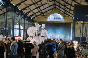 Weihnachtsmarkt der Künstler in der historischen Markthalle