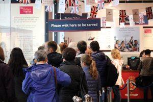 Queuing an der Britannia - wer´s gerne britisch mag... bitte sehr!