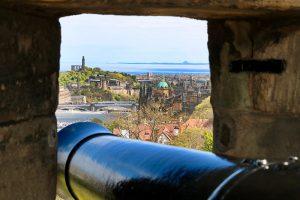 Blick vom Castle auf den Calton Hill